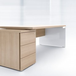 G8 Desk With Pedestal