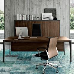 Q9 Executive Desk