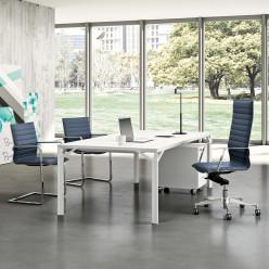 Q8 Management Desk